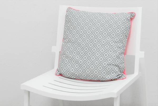 Bilde av Pyntepute 50x50 cm - design Grå-hvit
