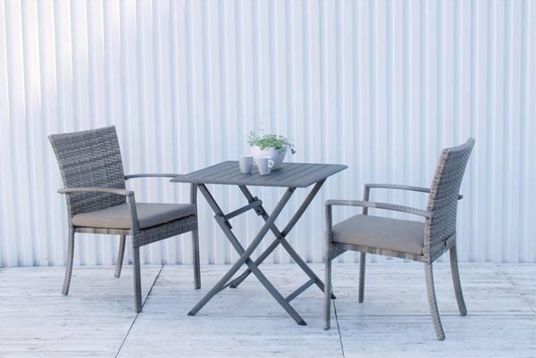 Bilde av Provence sett 2 stablestoler m/puter+bord 70x70 cm - edelgrå/gråmelert