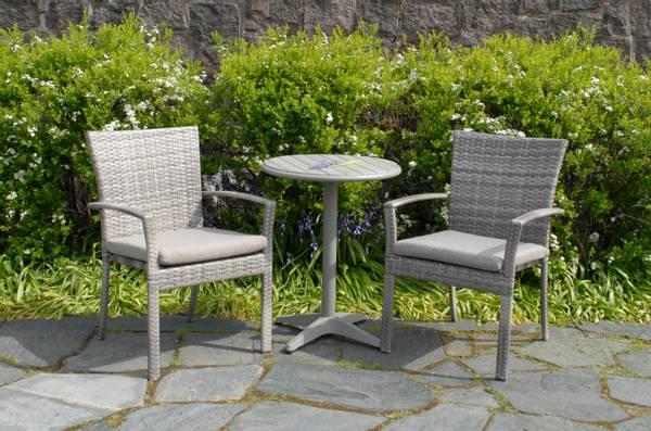 Bilde av Provence sett 2 stablestoler m/puter+bord Ø60 cm - edelgrå/gråmelert